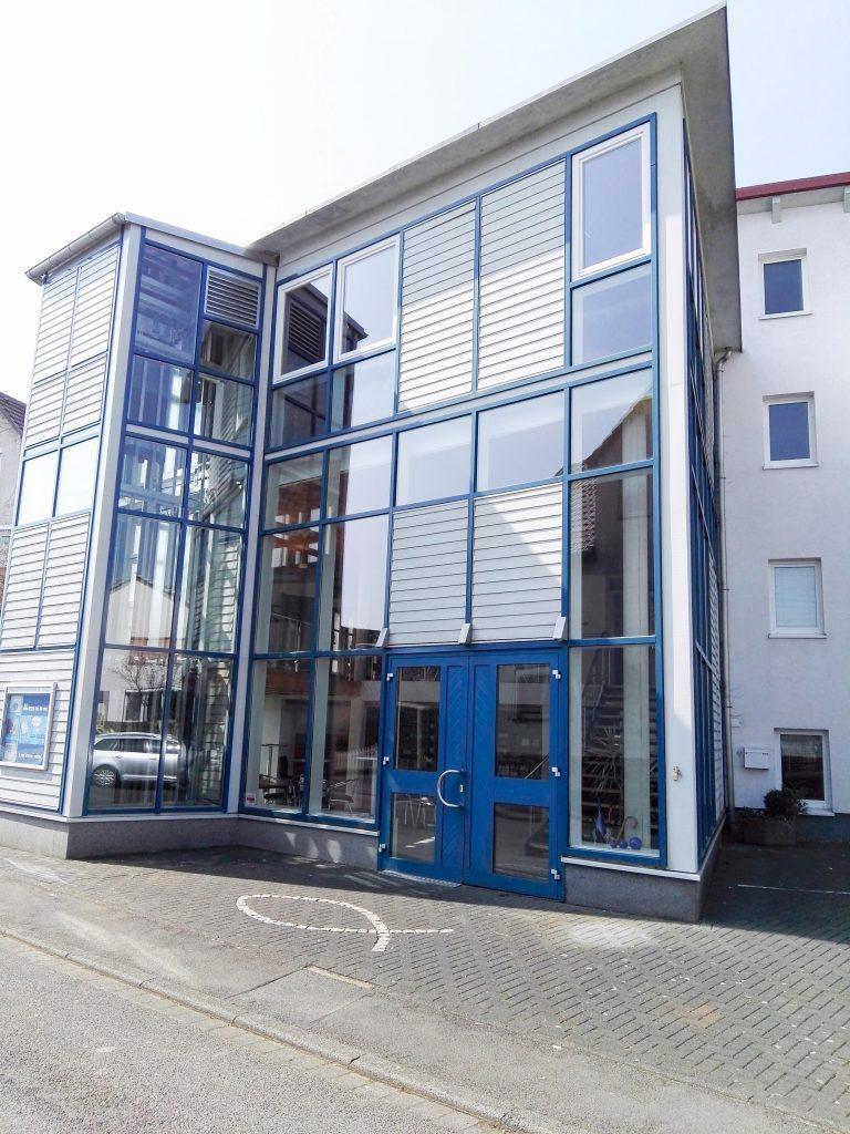 Eingangsbereich außen - EFG Baunatal